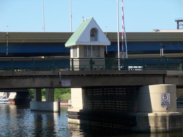 Clybourn Street bridge house
