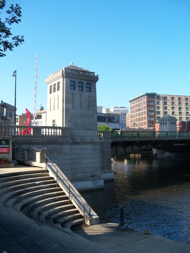 Kilbourn Avenue bridge houses