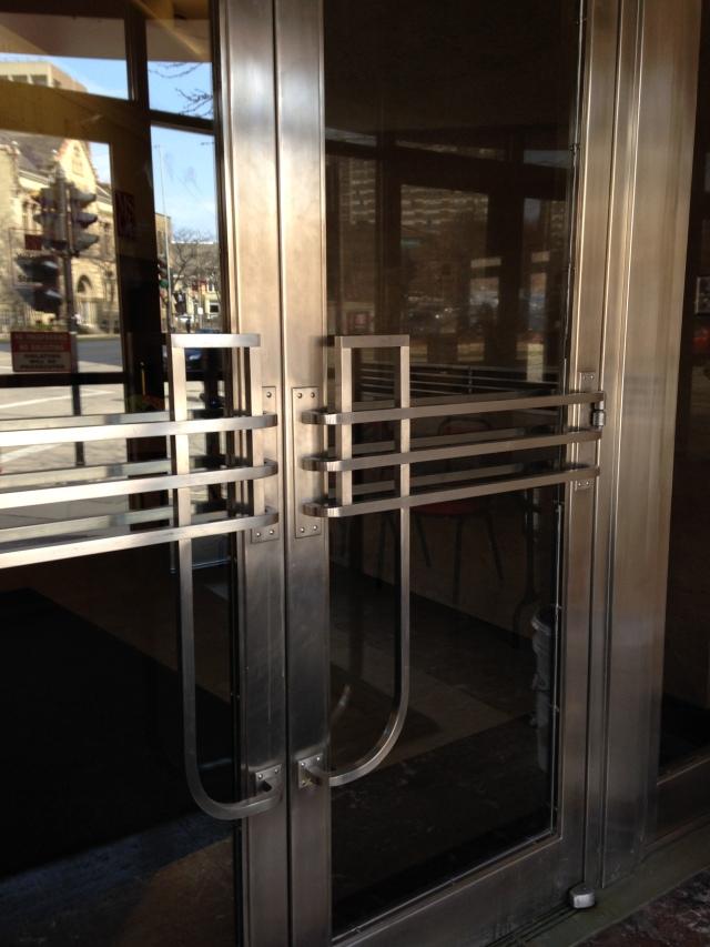 Moderne doors