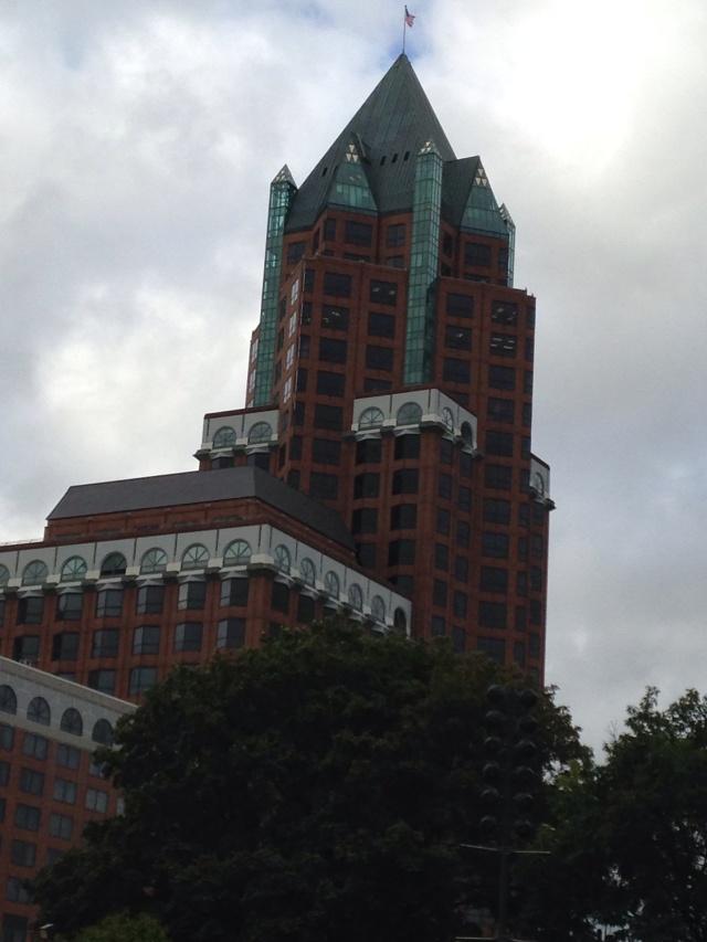 Milwaukee Center sans sunlight